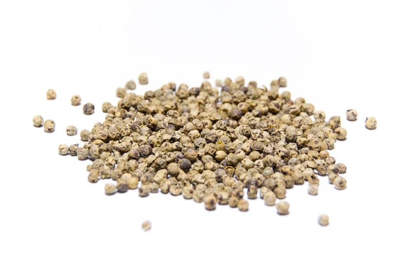 Pimienta verde en grano. Son granos que se recogen antes de madurar