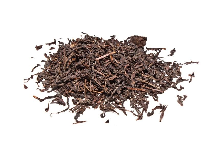Te negro ceylan especial de hebra larga. El método de elaboración sigue cuatro pasos: marchitamiento, enrollado, fermentación y secado.