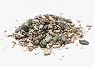 Mezcla de frutos secos crudos. Compuesto por: pipas de girasol, pipas de calabaza, semillas de sesamo y semillas de lino
