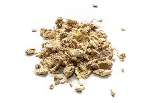 Jengibre troceado. Es la raíz de una atractiva planta. Sabor picante, ligeramente dulce y presenta un aroma fuerte y especiado