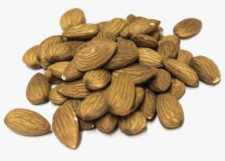 Almendras con piel. Selección de frutos secos naturales
