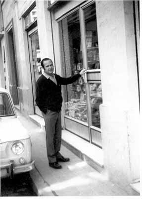 Remegio Suárez. Abriendo la tienda de Especias Barranco