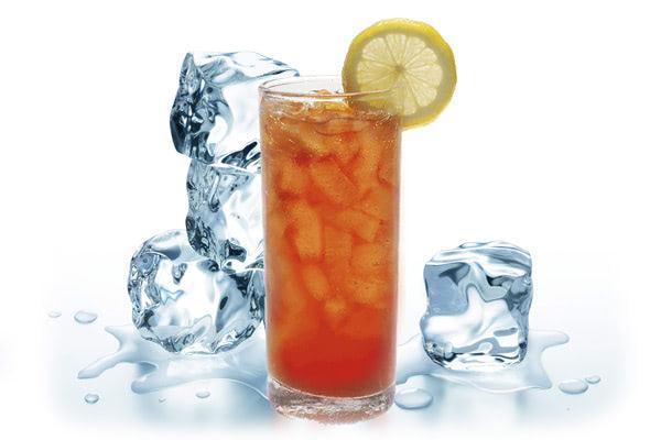 fotografía de preparación del té frío o helado